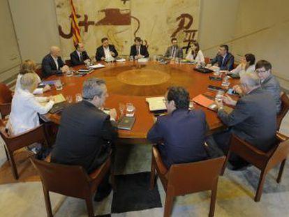 El nuevo portavoz Jordi Turull denuncia el  asedio del Estado por tierra, mar y aire