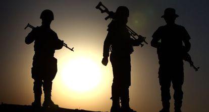 Fuerzas de seguridad kurdas a 40 kilómetros de Erbil.