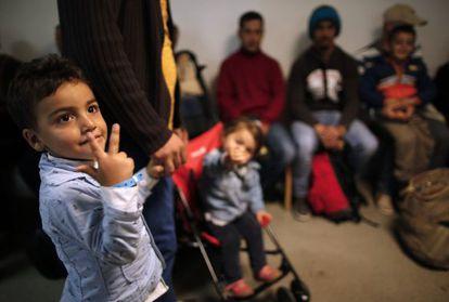 Un grupo de refugiados de Siria e Irak llega a Francia este miércoles.