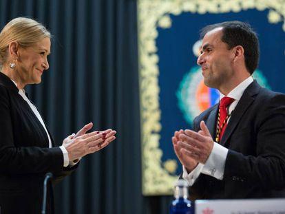 La presidenta regional Cristina Cifuentes y el nuevo rector de la URJC, Javier Ramos.