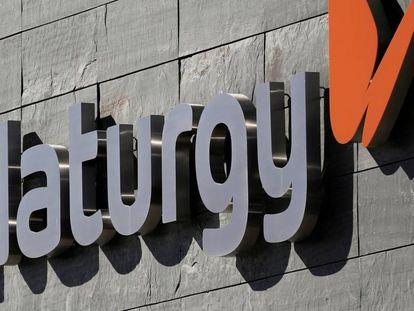 Logo de Naturgy en una de las instalaciones de la compañía.