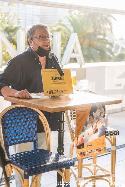 Alfonso Aguado, de Los Inhumanos, durante la presentación del libro de memorias del grupo.