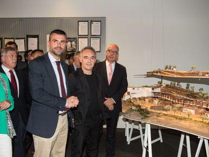 Ferran Adrià inaugura una exposición sobre elBullifoundation en el Palau Robert de Barcelona.