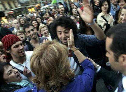 Aguirre se encara con uno de los jóvenes que la increpaba