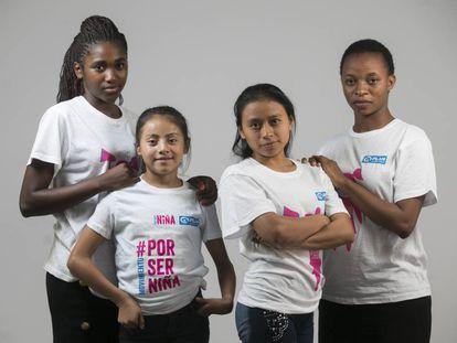 De izquierda a derecha: Josephine (16 años, Malawi), Naydelin (13 años, Guatemala), Estefany (20 años, Guatemala) y Ezelina (23 años, Malawi). Todas ellas son defensoras de los derechos de las niñas.