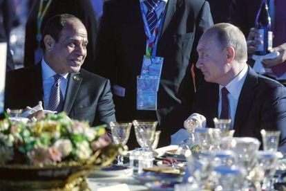 Putin (derecha) y Al Sisi en la cena de gala de la cumbre, el miércoles.