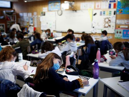 Un aula de un colegio de  Saint-Sebastien-sur-Loire, el pasado día 2.