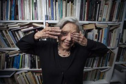 La periodista y escritora Elena Poniatowska Amor en su casa de México.