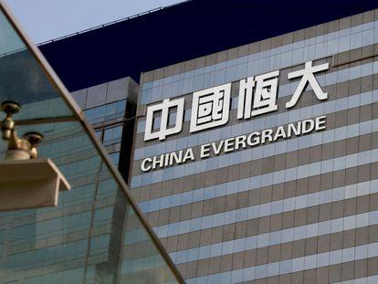 Vista exterior del China Evergrande Center en Hong Kong, China, 26 de marzo de 2018