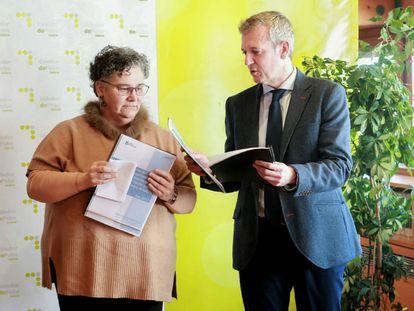 La Valedora, Milagros Otero, con el vicepresidente de la Xunta, Alfonso Rueda, en un acto oficial.