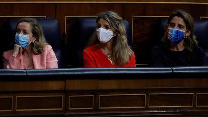Nadia Calviño, Yolanda Díaz y Teresa Ribera, en el Congreso de los Diputados en junio.