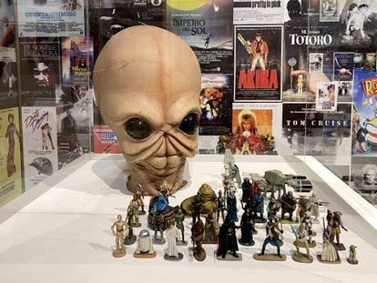 Máscara de Figrin D'an, un personaje de 'Star Wars', en la exposición 'La cultura audiovisual en los años 80. Referentes de la Generación X en España'.