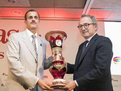 Khalid Thani A. Al Thani, consejero de PRISA y presidente de Ezdan Holding Group, y Manuel Polanco, presidente de PRISA, en el acto de presentacion de AS Arabia en la Ciudad del Futbol de Las Rozas.