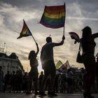 Participantes en la marcha del Orgullo en Madrid caminan por el Paseo de Prado.
