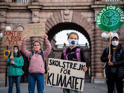 Greta Thunberg en la protesta de este viernes frente al Parlamento de Suecia.
