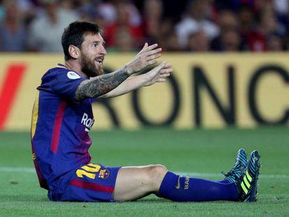 Messi, se lamenta, el domingo en el Camp Nou.