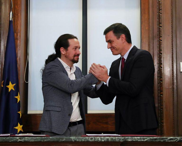 Pedro Sánchez y Pablo Iglesias en su reunión para firmar el pacto de Gobierno el 30 de diciembre de 2019.