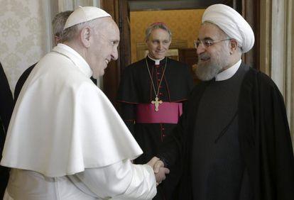 El Papa recibe al presidente iraní, Hasan Rohani, este martes en la Ciudad del Vaticano.