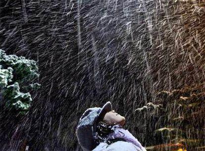 El temporal de nieve alcanzó ayer por la tarde la montaña del Tibidabo, en Barcelona.