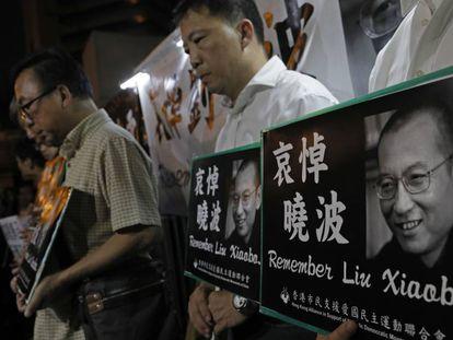 Ciudadanos en Hong Kong, recuerdan este jueves la figura de Liu Xiaobo.