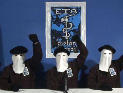 Comparecencia de los tres miembros de ETA que difundieron el comunicado de la banda sobre el alto el fuego.