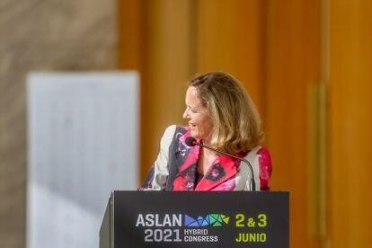 La vicepresidenta económica, Nadia Calviño, el 2 de junio en el Palacio Municipal de Congresos de IFEMA.
