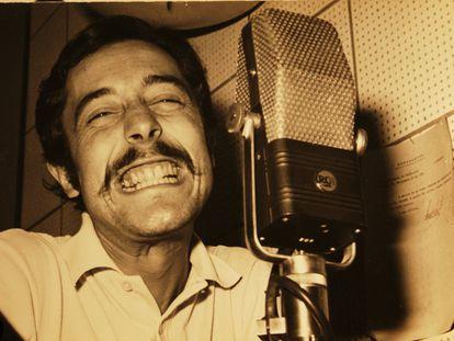 Carlos 'El Peiso' Peisojovich, en su estudio radiofónico