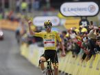 Luz Ardiden (France), 15/07/2021.- Yellow Jersey Slovenian rider Tadej Pogacar of the UAE-Team Emirates wins the 18th stage of the Tour de France 2021 over 129.7 km from Pau to Luz Ardiden, France, 15 July 2021. (Ciclismo, Francia, Eslovenia) EFE/EPA/GUILLAUME HORCAJUELO