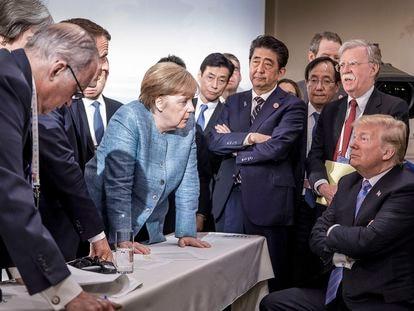 La excanciller alemana Angela Merkel con otros líderes mundiales en la cumbre del G7 de 2018, en Charlevoix, Canadá.