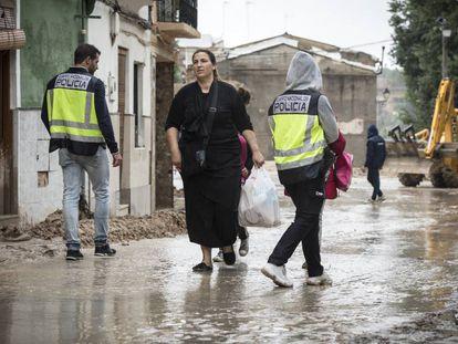 El barrio de la Canterería, en Ontinyent, ha quedado inundado tras las fuertes lluvias.