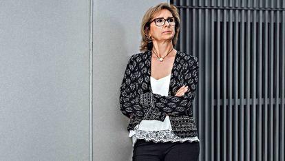 Esther Camacho (Barcelona, 1961) ha Ha trabajado en la empresa privada y, actualmente, en un gremio de fabricantes textiles. Duuo es su primera experiencia de emprendimiento.