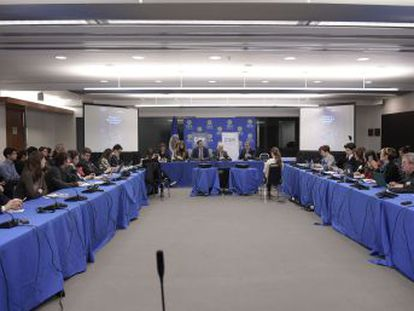 El organismo de derechos humanos presenta su tercer informe sobre Venezuela para denunciar la continuada crisis