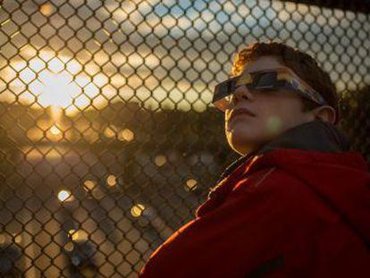 Millones de personas se preparan para observar el primer eclipse solar total desde hace 99 años que recorrerá el país de costa a costa