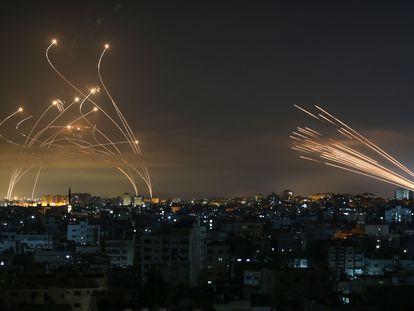 Cohetes disparados este viernes hacia Israel desde Beit Lahia, en el norte de la Franja de Gaza, y las contramedidas israelíes.