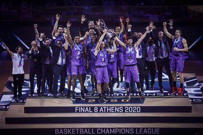 Los jugadores del San Pablo Burgos celebran la conquista de la Champions FIBA