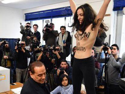 El exprimer ministro italiano ha podido votar tras el desalojo de la joven
