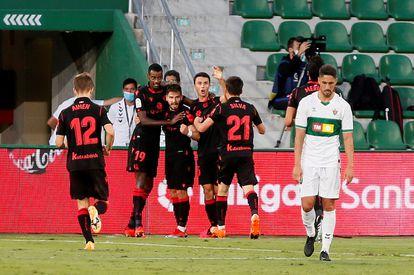 Los jugadores de la Real Sociedad celebran el gol de Portu este sábado ante el Elche.