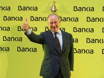 Rodrigo Rato tocando la campana de la salida a Bolsa de Bankia en julio de 2011.