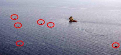 """La UE alerta de las """"salidas simultáneas"""" de pateras desde Libia. En la imagen, varias embarcaciones identificadas en la misma zona de rescate."""