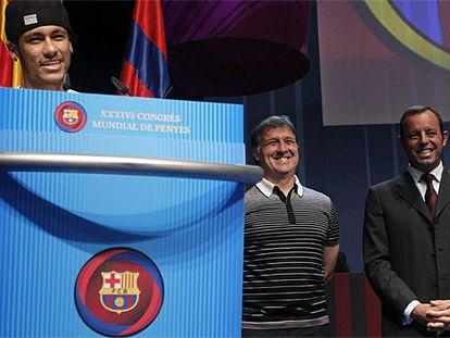 Neymar, Martino y Rosell, durante el Congreso Mundial de Peñas de hoy.
