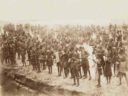 Imagen tomada a orillas del río Sankuru, afluente del Congo, alrededor de 1890.