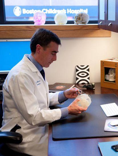 John Meara, en su despacho.