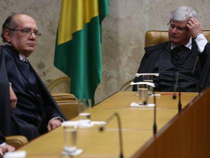 El fiscal general Janot (derecha) y el juez Mendes en el Supremo en una foto de archivo.