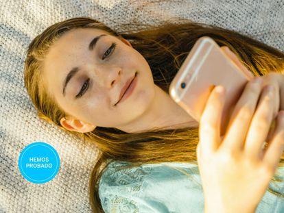 """""""¿Qué móvil comprar a una adolescente?"""" Esta selección responde a esta pregunta que se hacen muchos adultos."""