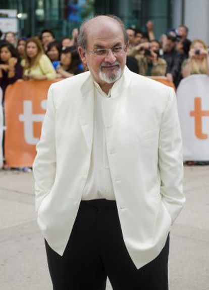 El escritor Salman Rushdie.