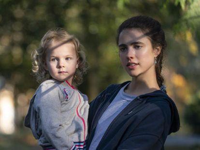 Imagen de la serie 'La asistenta', protagonizada por Margaret Qualley (a la derecha).