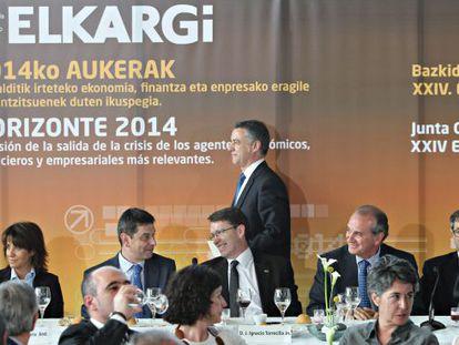 Urkullu se dirige a iniciar su intervención en la asamblea de Elkargi.