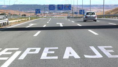 Entrada a la autopista de peaje R-2, en Madrid.