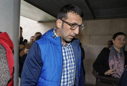 El neonazi Vicente Estruch, 'El Alfarrasí', llega a declarar a los juzgados de Valencia.