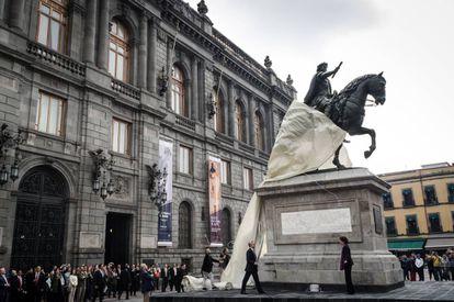 Presentación de la estatua de Carlos IV restaurada en Ciudad de México